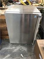 Viking mini refridgerator, needs cleaning