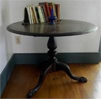 Antique late Georgian Mahogany tilt-top table, claw foot