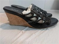 New & Gently Used Shoes & Purses on line auction