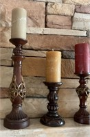 21 - LOT OF 4 CANDLESTICKS & CANDLES