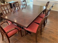 21 - BEAUTIFUL DINNING ROOM TABLE W/ 8 CHAIRS