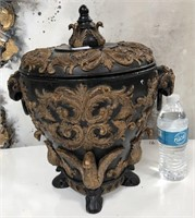 789 - BEAUTIFUL COVERED FOOTED URN