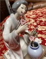 N - RETIRED 1998 LLADRO ASIAN LADY W/FLOWERS