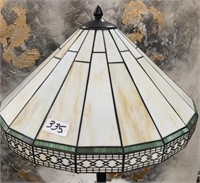 335 - BEAUTIFUL STAINGLASS FLOOR LAMP