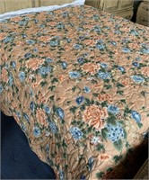 714 - BEAUTIFUL QUILTED FLOWER COMFORTER
