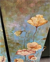 789 - PAIR OF FLOWER CANVAS WALL ART