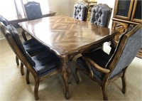 BEAUTIFUL DINNING TABLE W/6 CHAIRS & CHINA HUTCH