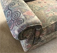 36 - BEAUTIFUL COMFY SITTING CHAIR