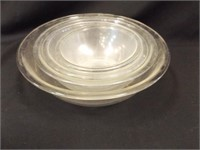 Pyrex 4 Glass Bowl Set - used condition