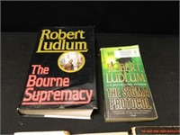 Fiction; Dean Koontz; Robert Ludlum