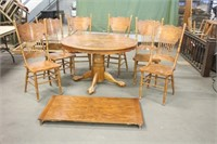 Dining Room Table w/Leaf & (6) Chairs