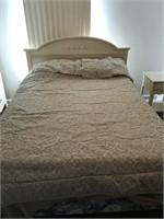Full Sized Bed w/ Comforter & Pillow Shams