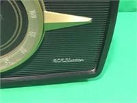 Vintage RCA Victor AM/FM Radio