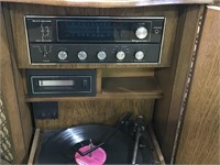 Magnavox Console 8 track Stereo & Turntable