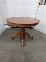 Claw Foot oak Round Pedestal Table, 2 leaves