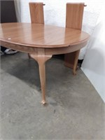 Oval Oak Dining Table w/3 leaves