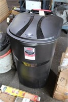 RUBBERMAID TRASH CAN NEW
