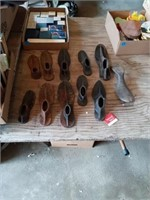 11 METAL SHOE FORMS AND 3 STANDS