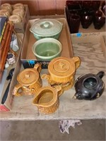 CANNISTER TEA POTS AND 2 GREEN BOWLS