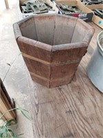 WOOD BOX, PLANTER POT AND MISC