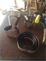 ANTIQUE CURRY COMBS, STIRRUP, MISCELLANOUS ITEMS