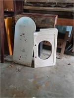 MARBLE BATHROOM TOP AND SLAB OF CURVED MARBLE