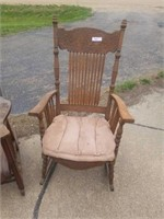 WOOD ANTIQUE ROCKING CHAIR WITH PADDED SEAT