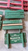5 GREEN RAILING S FOR WAGON OR TRAILER AND 1 RED