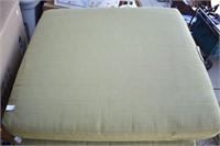 8 Clean Lawn Cushions