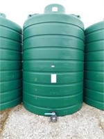 3,000 gallon green poly tank,