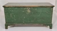 Yellow pine blanket chest, green paint, bracket