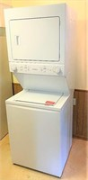 Like New- Frigidaire stack washer/dryer-2020