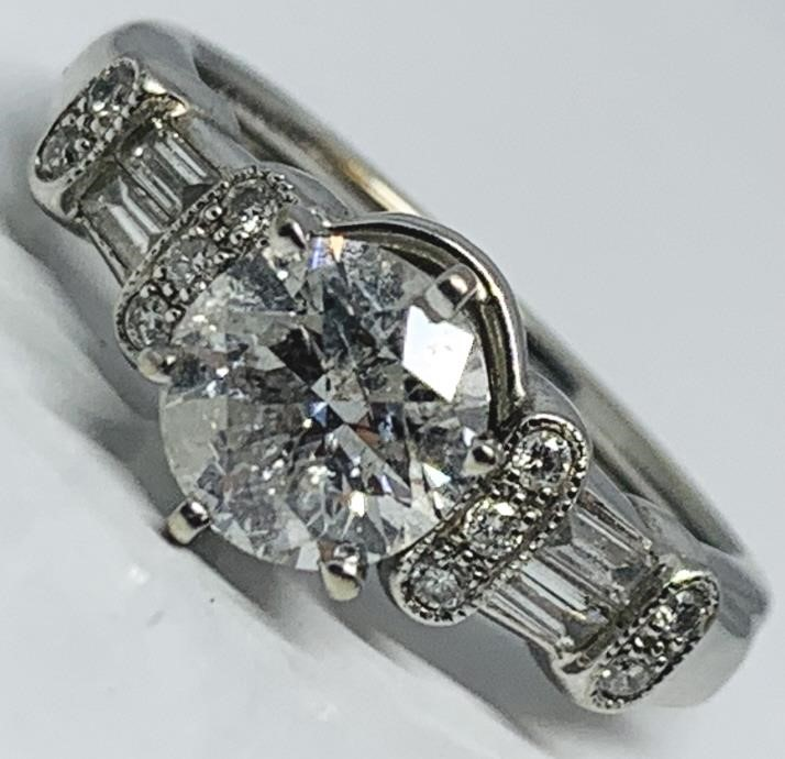 14KT WHITE GOLD 1.73CTS DIAMOND RING FEATURES