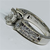 14KT WHITE GOLD 2.04CTS DIAMOND RING FEATURES