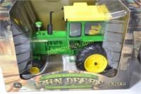 John Deere 4020 w/ Cab in Box