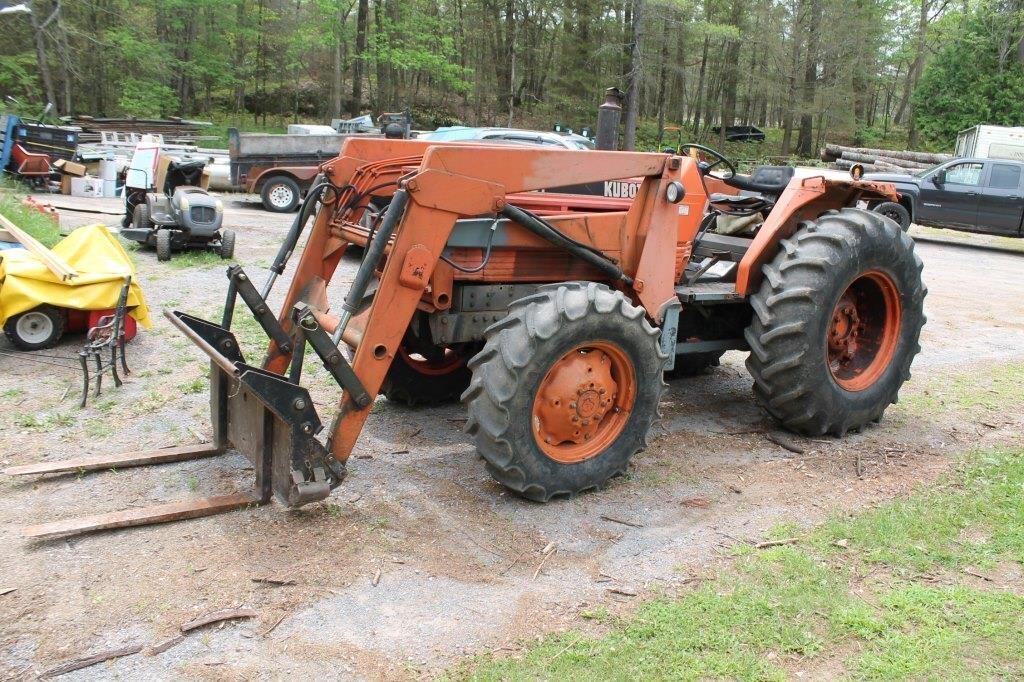 Kubota M7950 DT Diesel 4WD Tractor