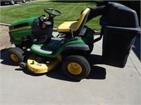 John Deere Riding Lawn Mower LA135