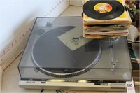 VINTAGE TURN TABLE AND 45 RECORDS