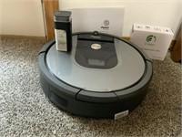 iRobot I-Clean Roomba w/manuals