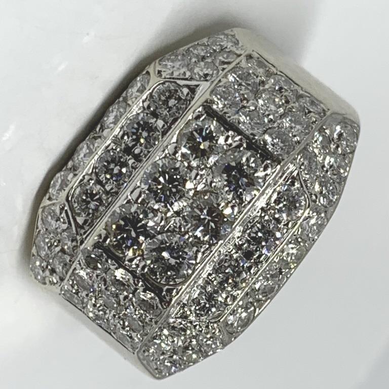 A STUNNING 14KT WHITE GOLD 2.90CTS MENS DIAMOND